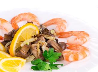 Shrimp salad with mushrooms