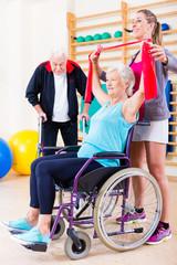 Senioren in Bewegungs Rehabilitation
