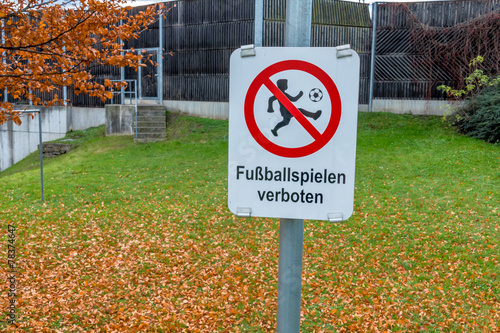 Schild Fussballspielen Verboten Stock Photo And Royalty