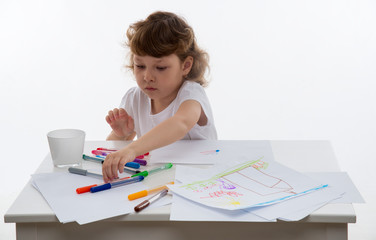Little girl who draws