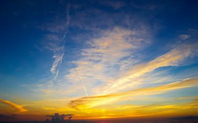 Fotobehang - yellow and blue sky