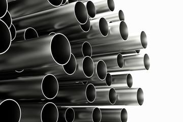 Viele Röhren aus Chrom und Metall