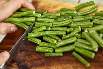 Cutting yardlong bean