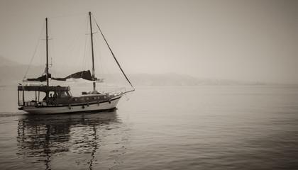 Photo tourist yachts set sail from Eilat