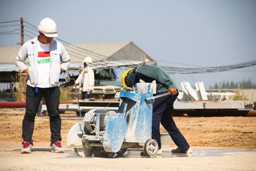 Concrete cutting machine with engineering