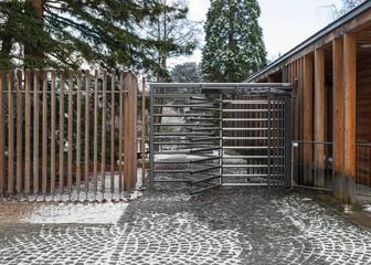 Eingang mit Drehkreuz © Matthias Buehner