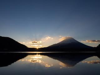 精進湖で拝む初日の出