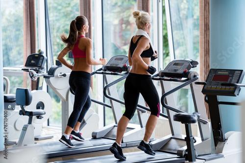 Составляем программу для похудения на беговой дорожке