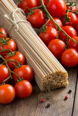 Whole wheat spaghetti and tomatoes