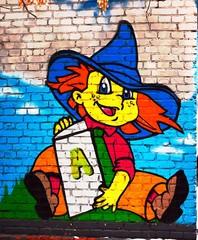 Добрый детский рисунок мальчик с книгой на кирпичной стене