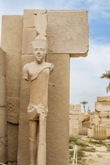 Escultura egipcia en el Templo de Karnak, Luxor.