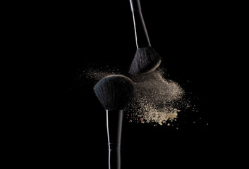Gold powder explosion with 2 beauty brushes