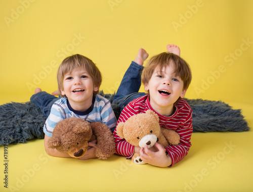 happy kids siblings hugging stuffed toys imagens e fotos de stock