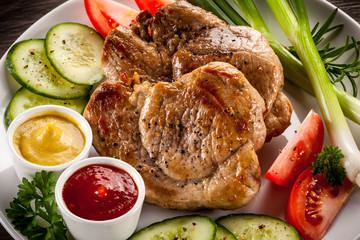 Grilled steak and vegetable salad