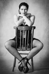 Женщины в чулках на стуле фото 91-26