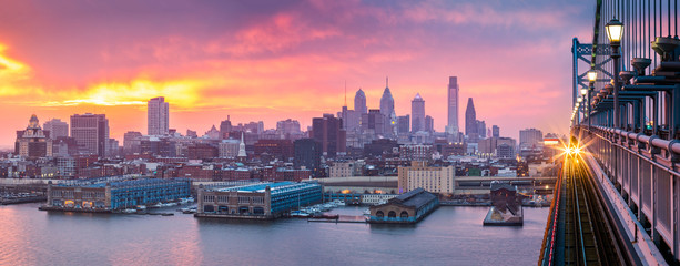 Fototapete - Philadelphia panorama under a hazy purple sunset