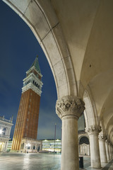 Fototapete - Campanile and Doge's palace, Venice, Italy