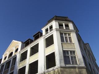 Leerstehendes sanierungsbedürftiges Eckhaus in Bielefeld