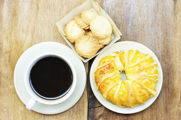 Black coffee and cookies and pineapple bread