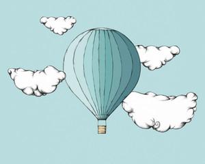Heißluftballon zwischen Wolken