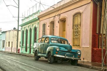 Grüner Oldtimer in Kuba