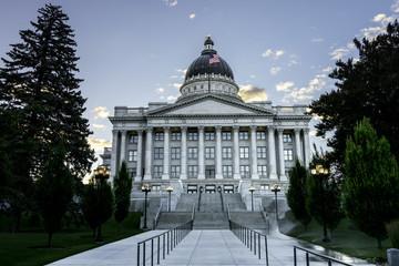 Fototapete - Side view of the Utah Capital building