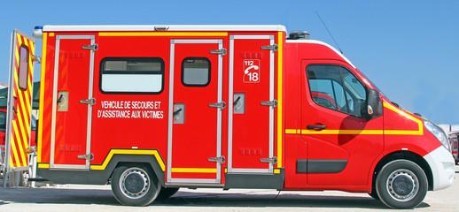 photos illustrations et vid os de ambulance pompier. Black Bedroom Furniture Sets. Home Design Ideas