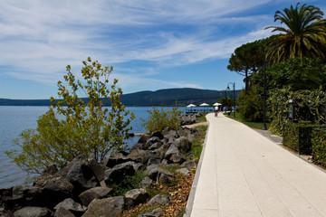 In bicicletta vicino al lago di Bracciano