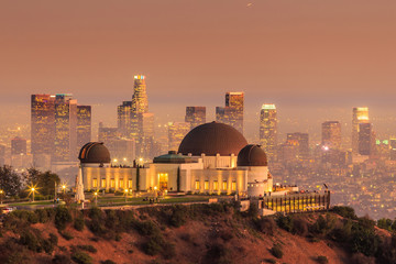 The Griffith Observatory and Los Angeles city skyline at twiligh Fototapete