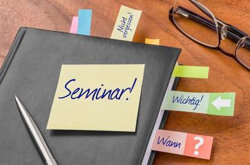 Terminkalender mit Haftnotiz - Seminar