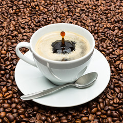 kaffeetasse mit tropfen