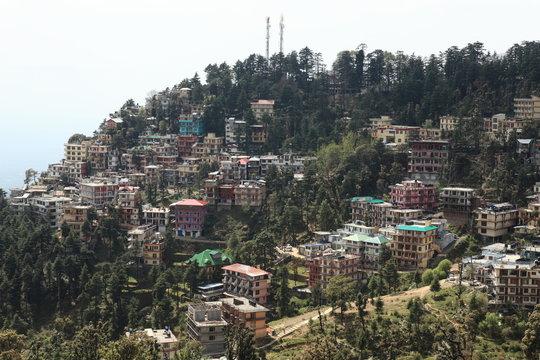 Die Stadt Dharamsala in Indien