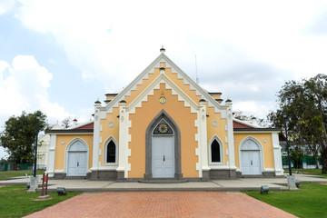 Wat Nivet Thammapravat is Buddhism temple architected in church