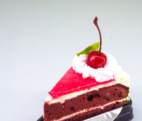 Cream chiffon cake with red berry and icing