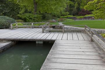 Parkterrasse mit Teich