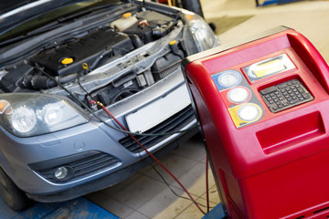 Servicing car air conditioner in vehicle service