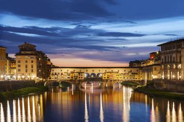Fototapete - Ponte Vecchio bridge in Florence at night, Italy