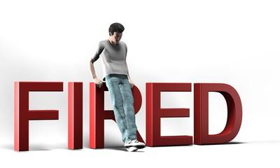 Uomo con scritta fired