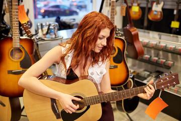 Spoed Foto op Canvas Muziekwinkel musician or customer with guitar at music store