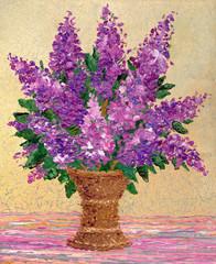 Bouquet of fragrant purple lilacs