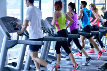 Foto auf AluDibond Fitness Group of people running on treadmills