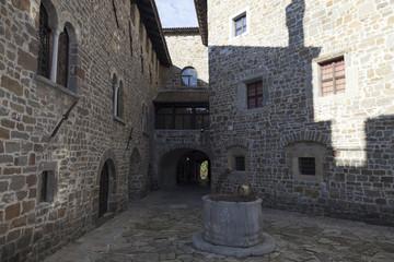 Pozzo nella piazzetta del Castello, Gorizia
