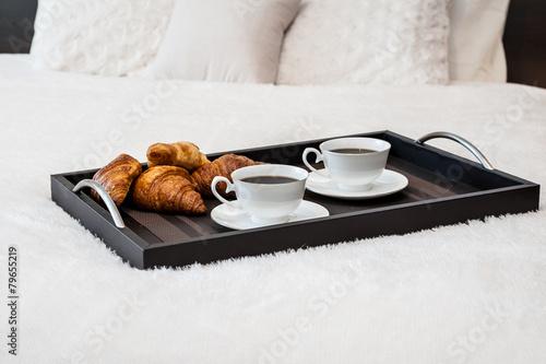 śniadanie W łóżku Kawa Podanie Do łóżka Stock Photo And