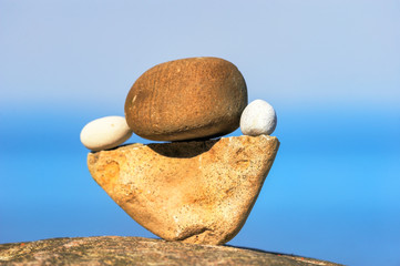 Balancing of round pebbles