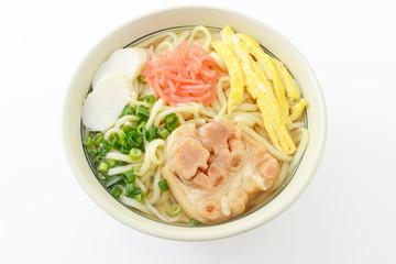 沖縄伝統の豚足テビチそば