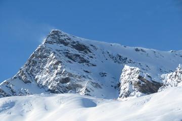 Hautes-Pyrénées - Poudreuse sur les rochers