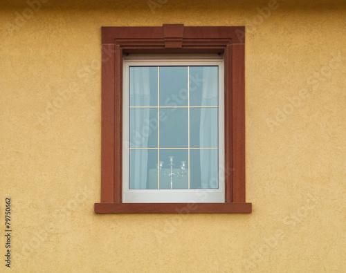 pvc fenster mit messingsprossen und sandsteinfenstereinfassung stockfotos und lizenzfreie. Black Bedroom Furniture Sets. Home Design Ideas