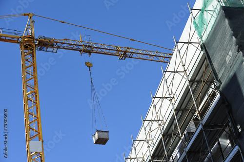 Gru e cantiere di costruzione edilizia photo libre de for Cantiere di costruzione