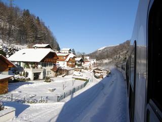 オーストリア/ザルツカンマーグート線の車窓.雪景色