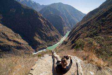 Photographer shooting the Tiger Leaping Gorge